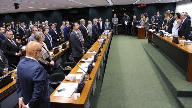 Comissão na abertura dos trabalhos | Foto: Lúcio Bernardo Filho