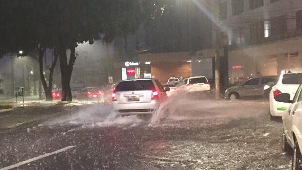 Chuva causa alagamentos e transtornos em Goiânia