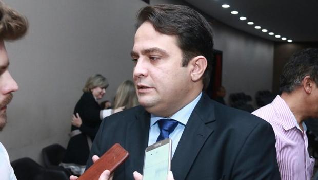 Diplomado, Roberto Naves adianta cortes na máquina e promete gestão enxuta