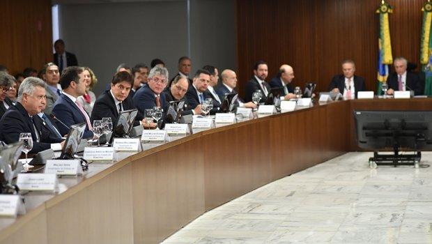 Marconi participa de reunião com governadores e o presidente Michel Temer: dívida dos estados em pauta | Foto: André Broges/ Agência Brasília