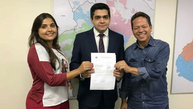Secretário Tayrone di Martino, do PSDB, recebe vereadores iristas e contraria base