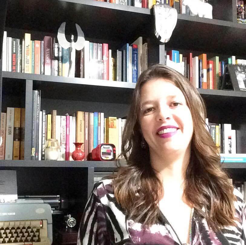CBN não coloca Fabiana Pulcineli na fotografia com a qual comemora 23 anos no ar