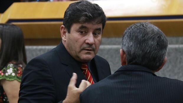 Clécio Alves não está fora da disputa pela liderança de Iris na Câmara