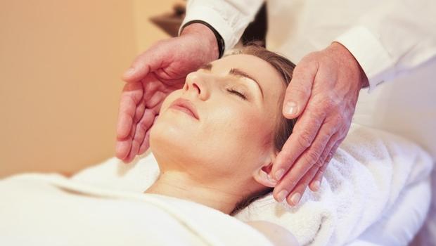 SUS passa a oferecer terapias alternativas como meditação, quiropraxia e reiki