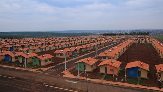 Governo de Goiás e Caixa Econômica celebram parceria para construção de 30 mil casas