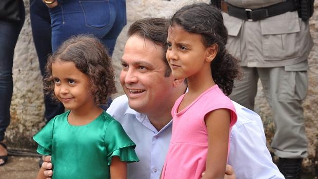 Prefeito de Anápolis repassa R$ 1 milhão para manutenção de escolas