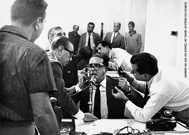 Livro mostra Carlos Lacerda, o demolidor de presidente, na intimidade