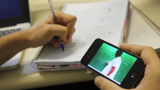 Especialistas goianos contestam tentativa de tornar 40% das aulas do ensino médio a distância