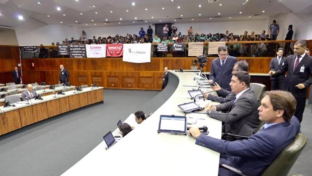 """Deputado insiste em quebra de contrato com Santander: """"Não sabíamos que patrocinava pornografia"""""""