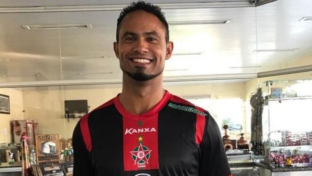 Patrocinador anuncia rompimento com time que contratou goleiro Bruno