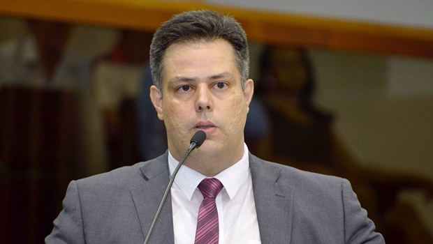 """Delegado Eduardo Prado diz que, mesmo na base de Iris, não será """"boneco de ventríloquo"""""""