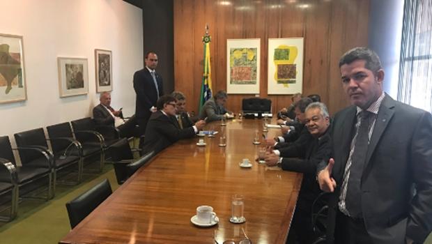 Em reunião com Maia, deputado goiano pede revogação do Estatuto do Desarmamento