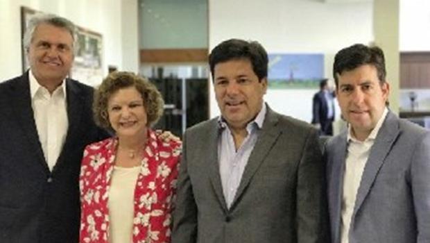 Fotografia com Ronaldo Caiado afasta base governista da senadora Lúcia Vânia
