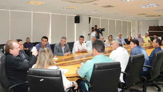 Deputados e prefeitos se reúnem para discutir ação do MPE