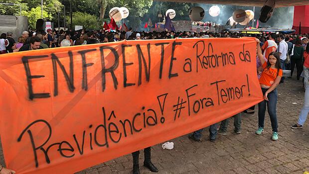 Servidores do Ministério da Saúde e do INSS em Goiás fazem paralisação contra Temer