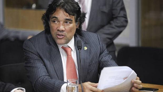 Político do Maranhão faz lipoaspiração em Goiânia. Edison Lobão Filho foi operado por Júlio Master