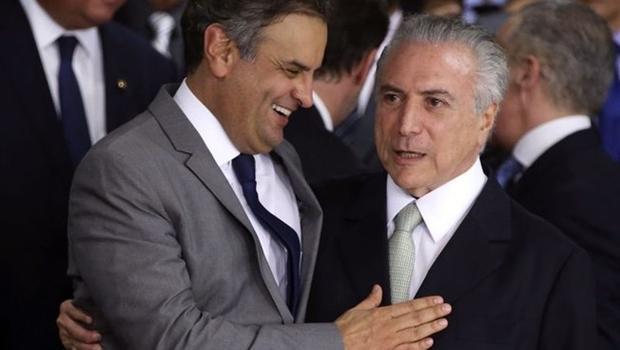 Maioria quer saída do governo, mas cúpula do PSDB ainda resiste