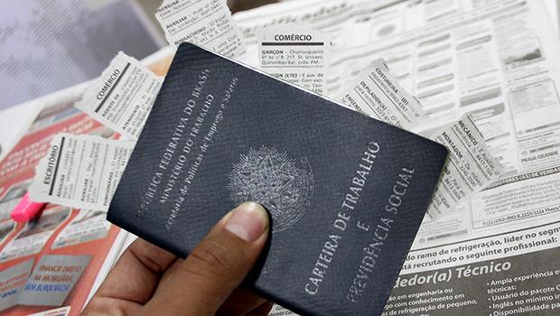 Cai número de trabalhadores com carteira assinada no Estado