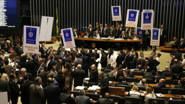 Câmara aprova texto-base da reforma trabalhista com três votos contrários de goianos