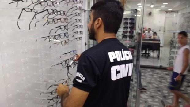 Polícia apreende mais de 10 mil óculos e armações adulteradas em Goiânia