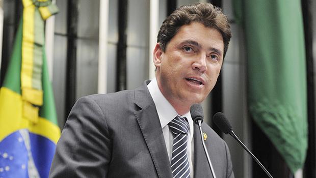Wilder Morais continua firme na disputa para senador