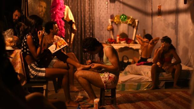 Grupo de Teatro Destinatário encena O Abajur Lilás, de Plínio Marcos