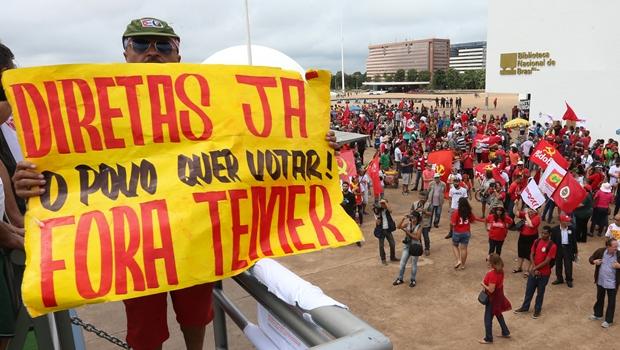 Manifestantes protestam contra governo Temer em Goiânia e outras 13 capitais