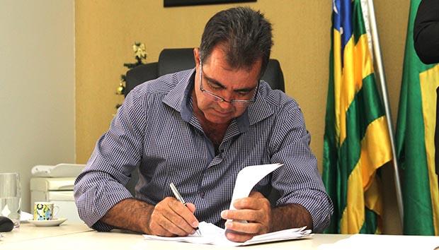 Em Cidade Ocidental, Fábio Correa um prefeito populista