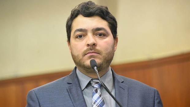 Deputado Henrique Arantes durante pronunciamento em plenário / Foto: Agência Assembleia de Notícias