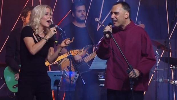 Arnaldo Antunes encerra turnê Já É em Goiânia com participação de Paula Toller
