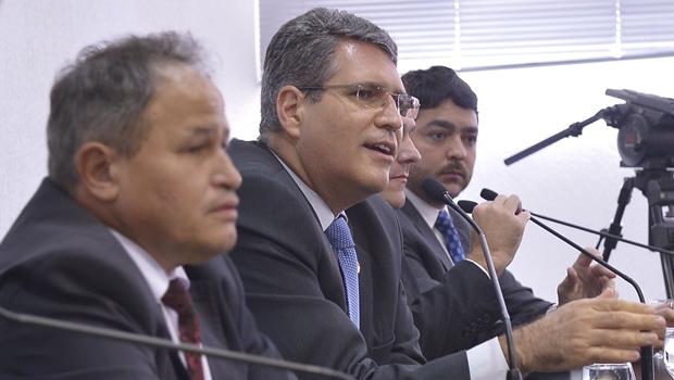 """""""Não houve motim, nem divisão"""", sentencia Francisco Jr. sobre PEC do Teto"""