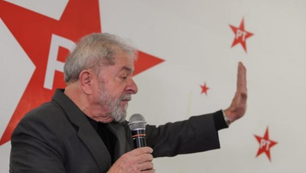 Lula sugere que, se eleito presidente, vai calar Globo e a imprensa em geral