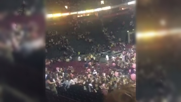 Explosão em show de Ariana Grande deixa mortos e feridos