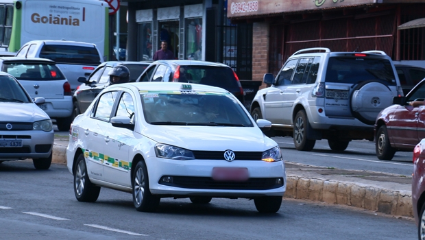 """Projeto de lei cria o """"Taxigo"""", aplicativo de transporte para taxistas de Goiânia"""