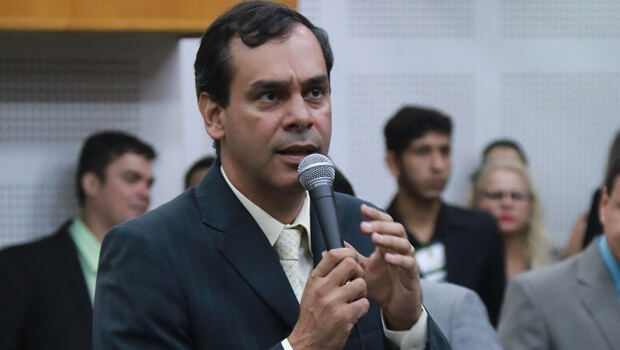 """""""Só aceito se tiver autonomia na Câmara"""", diz Wellington Peixoto sobre liderança do prefeito"""