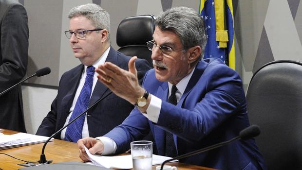 Na CCJ, Jucá apresenta relatório favorável à reforma trabalhista