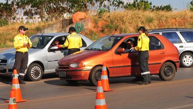 Câmara aprova fim de multa para motorista que esquecer carteira de habilitação