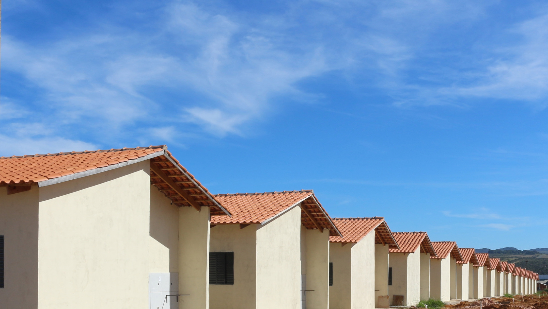 Marconi entrega casas e benefícios habitacionais em cinco municípios do Estado