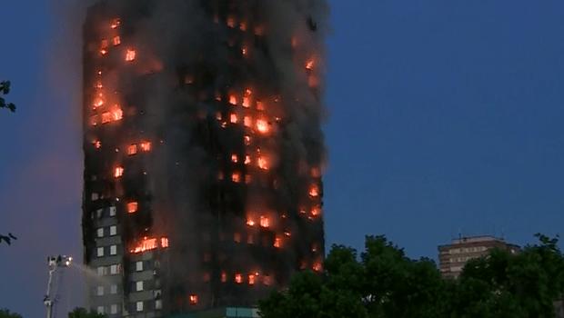 Edifício residencial pega fogo em Londres e deixa ao menos seis mortos