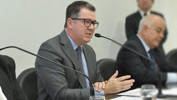 Secretário da Fazenda defende contingenciamento e diz que reduzirá gastos se preciso
