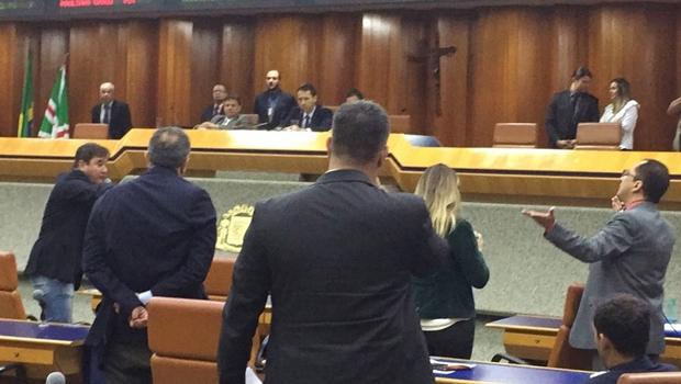 """Clécio Alves acusa vereadores de """"malandragem"""" e bate boca toma conta da sessão"""