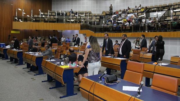 Câmara derruba veto de Iris a projeto que institui prazos de atendimento no SUS