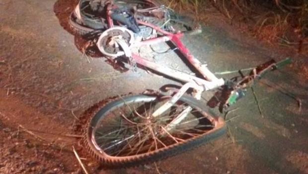 Embriagado e fazendo zigue-zague na pista, ciclista morre ao colidir com moto