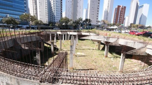 Após 10 anos de abandono, Paço anuncia retomada das obras da Casa de Vidro