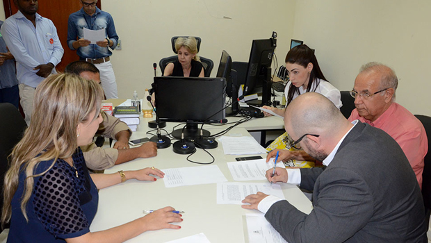 Estado apresenta proposta para 300 famílias em situação irregular na capital