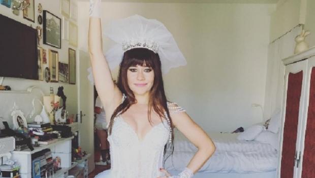 Fotógrafo divulga foto inédita de ensaio nu de Alessandra Negrini para Playboy. Veja