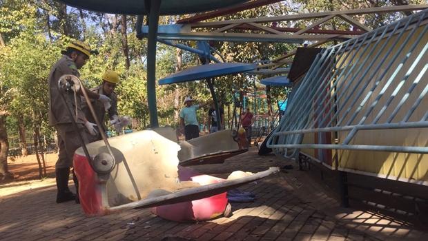 """Polícia desconfia de """"fissura antiga"""" em brinquedo do Parque Mutirama"""