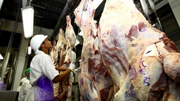 Ministério da Agricultura suspende produção de carne bovina para a China