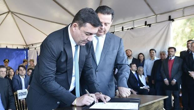 Marconi e Vitti instalam governo e levam benefícios a Palmeiras de Goiás