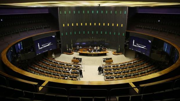 CCJ aprova relatório que pede arquivamento de denúncia contra Temer